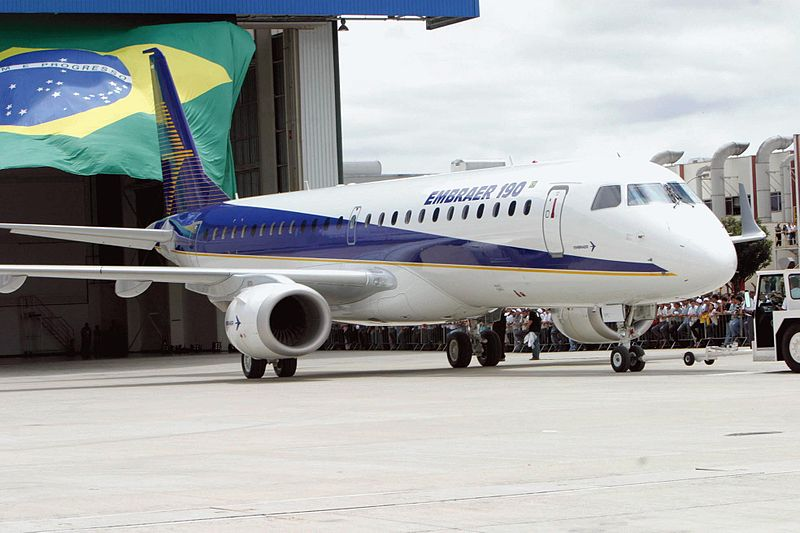 800px-Embraer_190