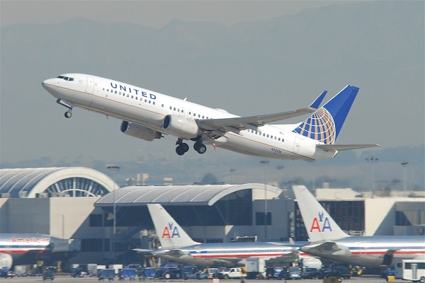 United_Airlines_Boeing_737-800;_N12216@LAX;10.10.2011_622gd_(6414417523)